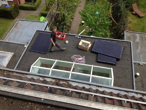 zonnepanelen op plat dak plaatsen
